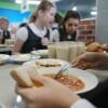 В Приамурье многодетным и малообеспеченным семьям, чьи дети получают бесплатное питание в школах, выплатят компенсации